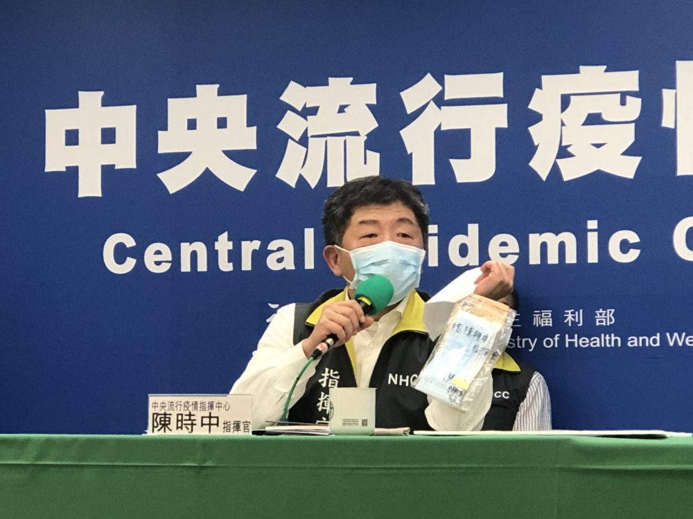 十歲童手寫信送口罩「想保護你」  逗樂鐵漢部長陳時中燦笑好可愛!