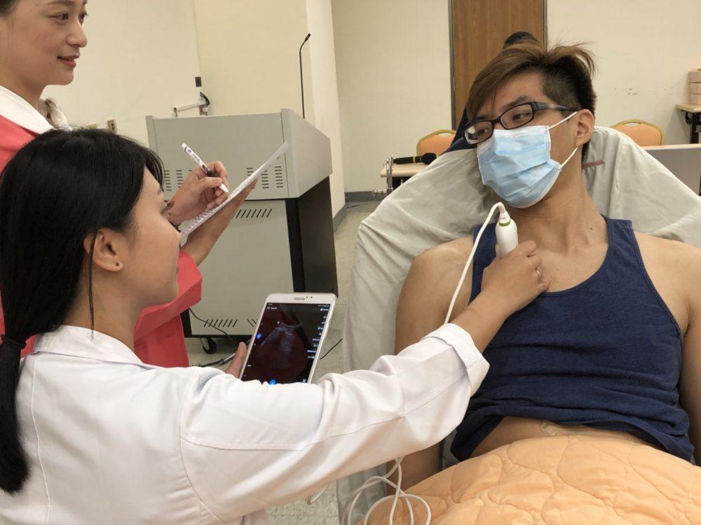 洗腎男突休克 醫出動「視」診器就地救命