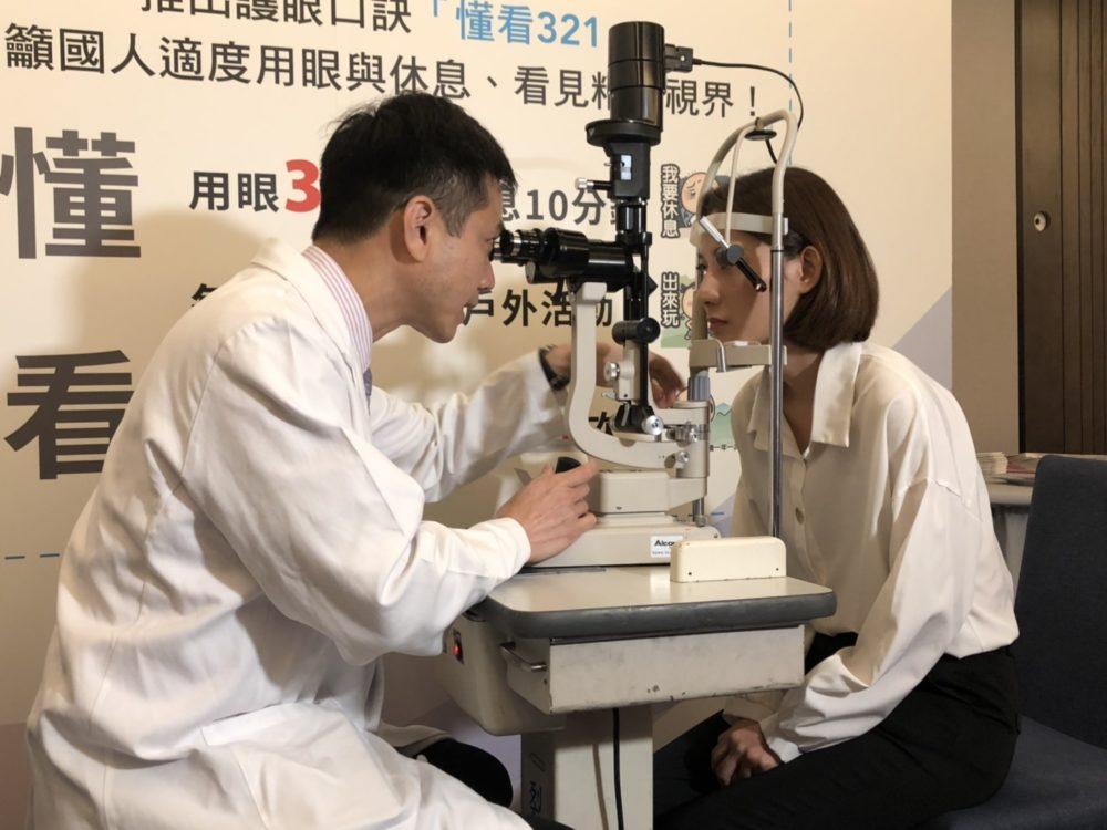 台灣人3C用眼時數首破10小時大關 手機「嗑影音」成最大傷眼元凶