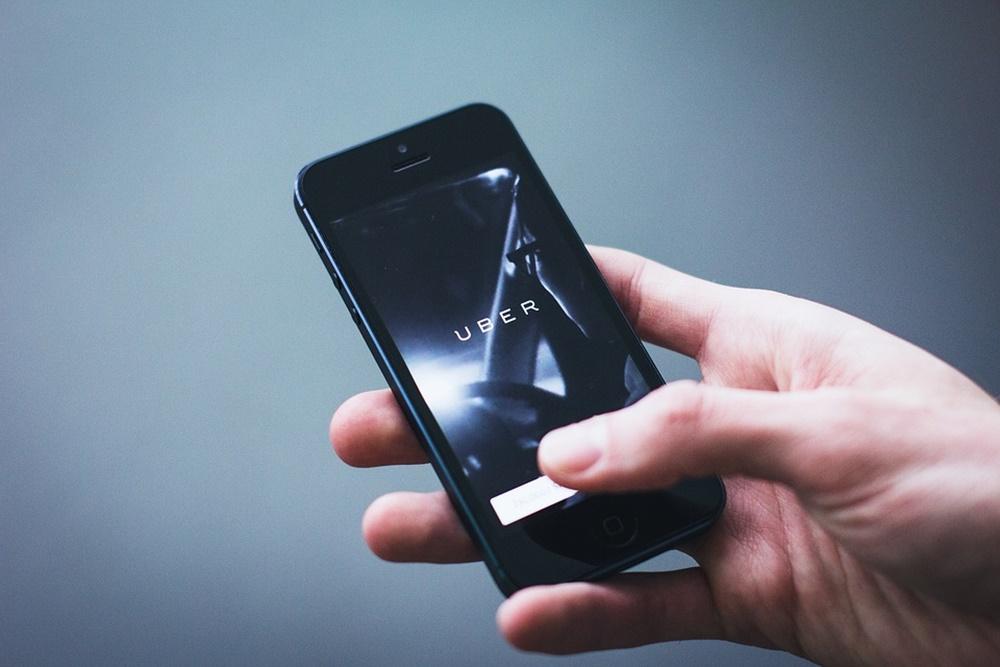 Uber推出新服務!乘客有更大空間能放腳還能自調溫度跟不讓司機講話