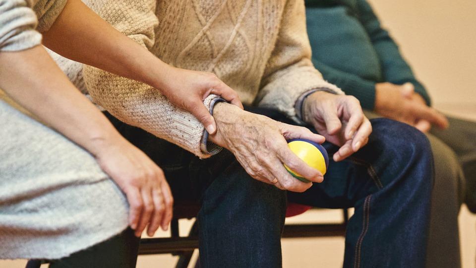 老人要健康不只運動! 最新研究揭「與人互動」亦有益體能