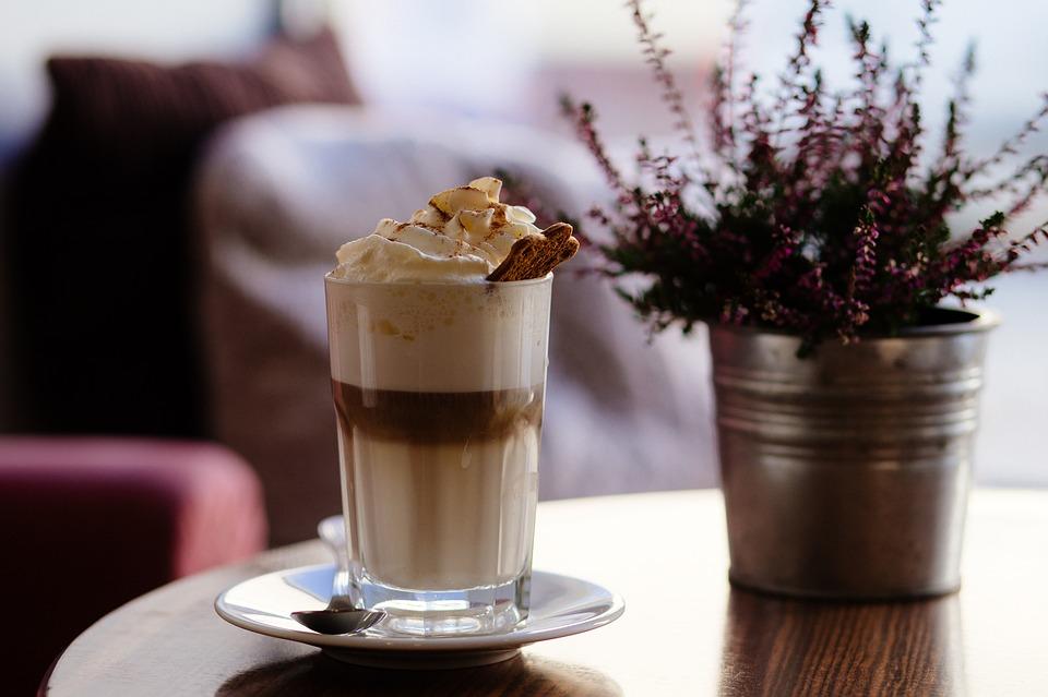 食安新制!咖啡鮮奶油全靠「笑氣」擠花  食藥署要加嚴納管了