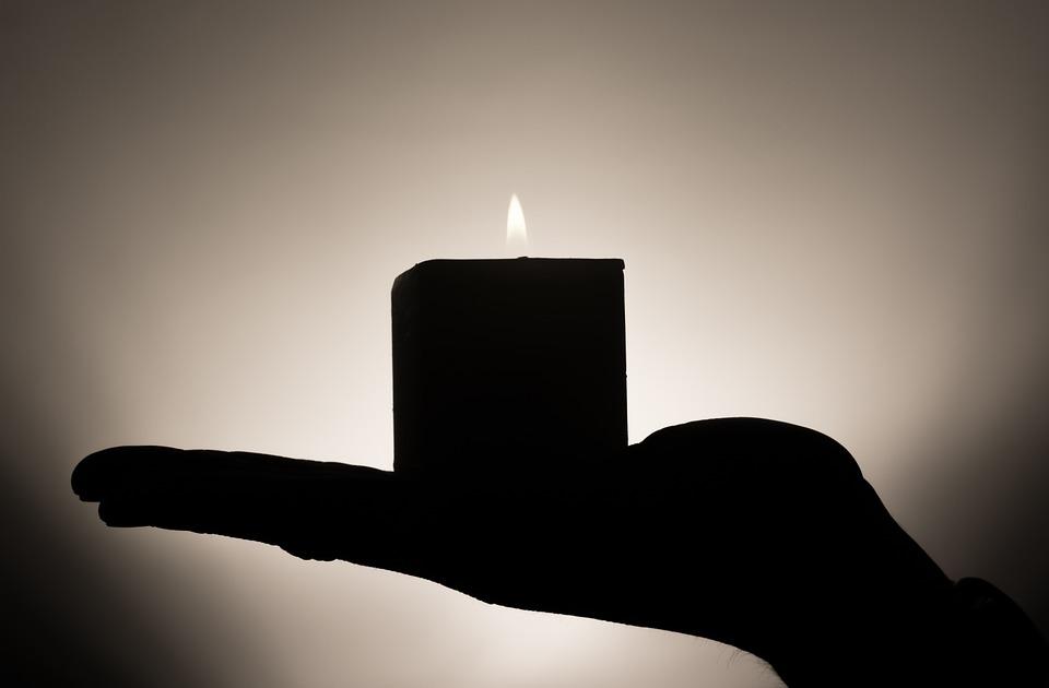 密閉雅房搞浪漫「香氛蠟蠋點整天」 小情侶一氧化碳中毒被當殉情