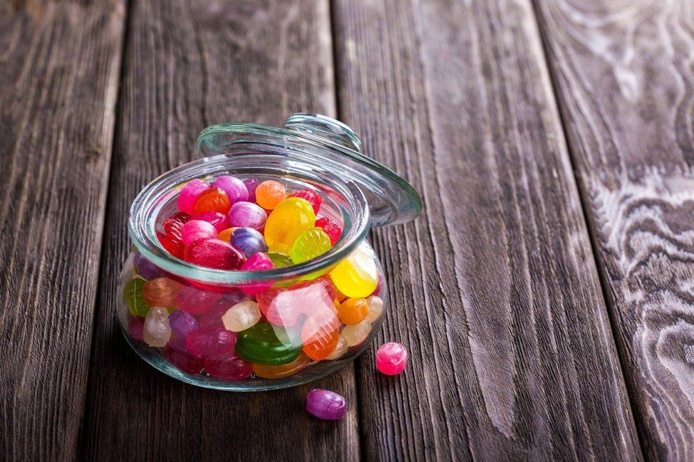 乖小孩就給糖吃?零食當獎勵  恐害孩子長不高學習力還輸人