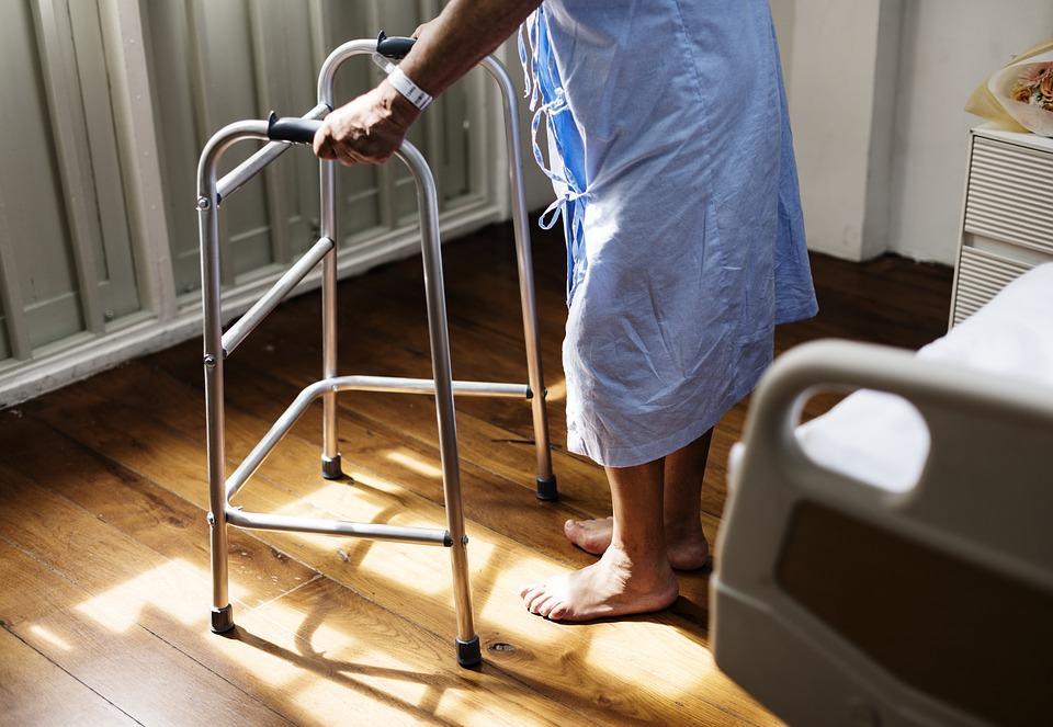 為抗癌他忍受將近5年無法穿鞋  手腳不時冒化膿性肉芽腫