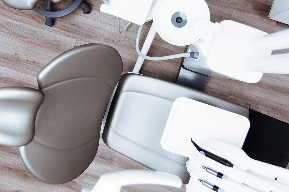 國外讀牙醫系回台搶飯碗  衛福部認「牙醫人力即將過剩」喊修法管制