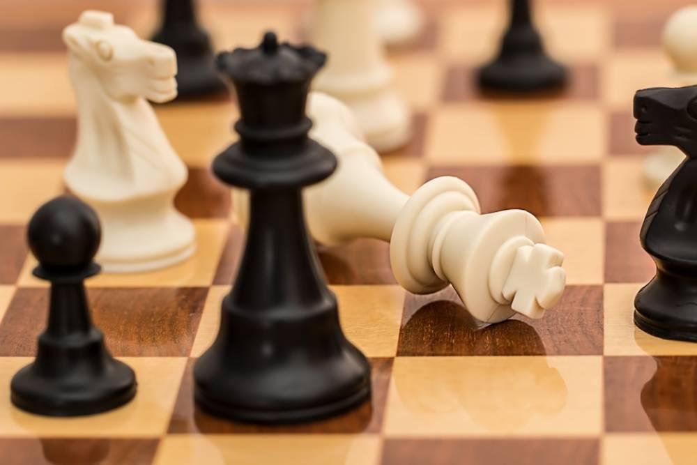 有夠漏氣!俄羅斯「西洋棋大師」 遭人發現在廁所用AI作弊
