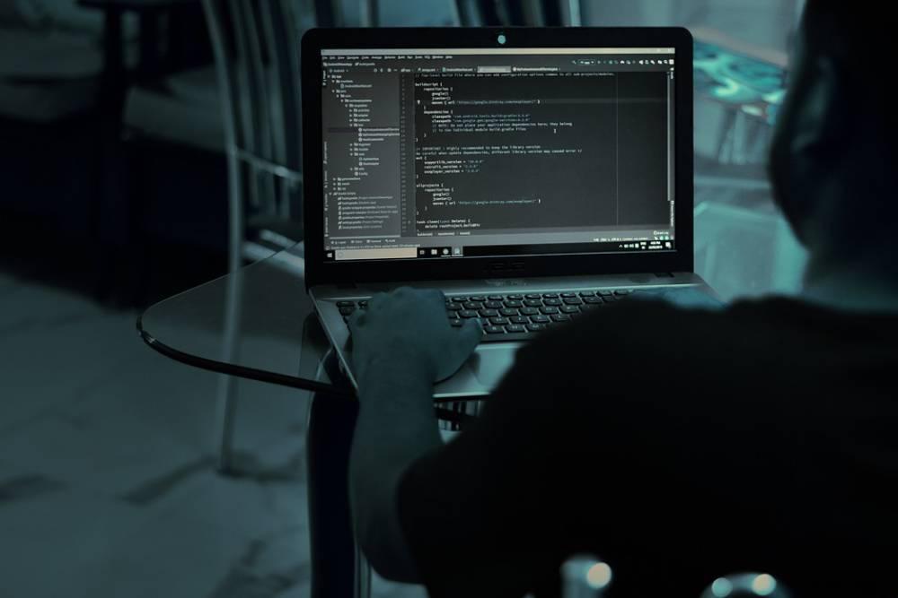 東歐駭客「假冒」廣達代收款項 詐騙Google、Facebook38億台幣