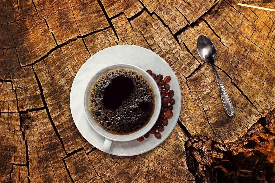 提神不成鬧胃痛、猛打嗝?  中醫教你看舌頭判斷自己適不適合喝咖啡