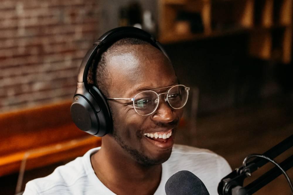 【林克威專欄】Podcast播客時代來臨 Podcast流量變現成長搶攻耳機裡的新商機