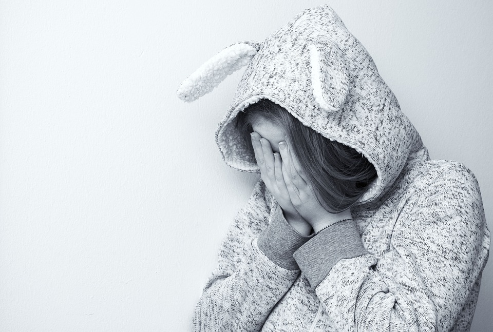 課業考試壓垮孩子? 調查:6都青少年1成3有明顯憂鬱情緒