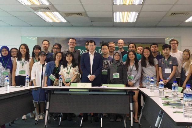 民進黨【Road to Democracy】夏令營 邀請13國外籍學生了解台灣民主