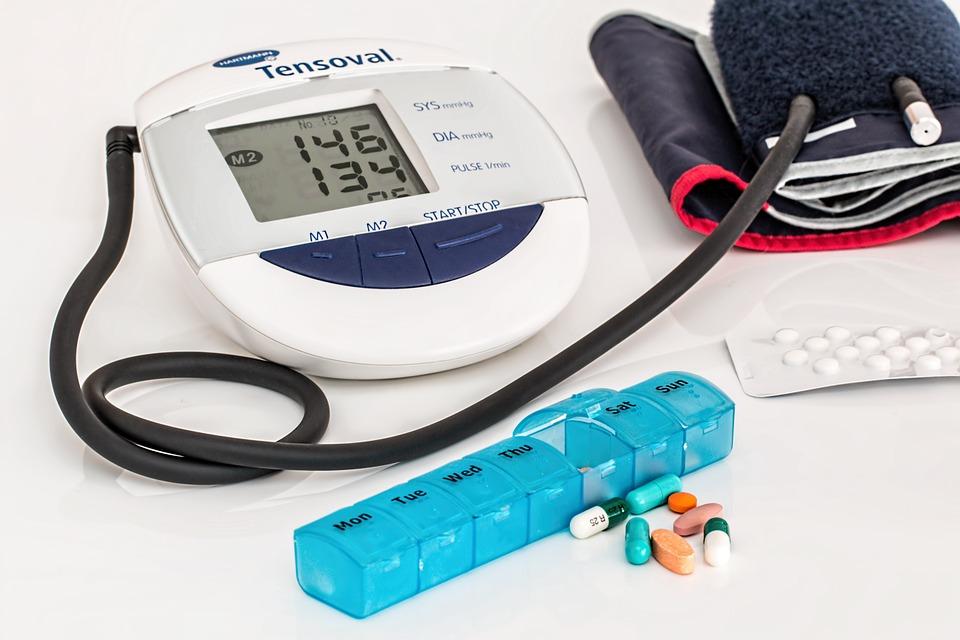 血壓站在高崗上,你的健康向下 Down-認識高血壓!
