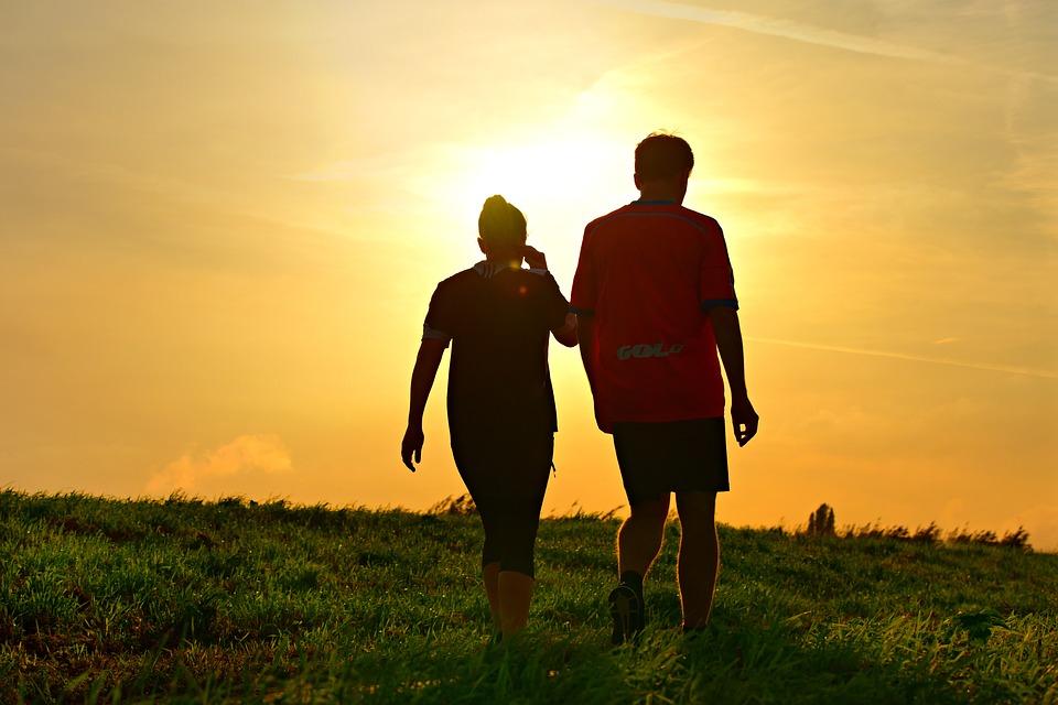 50歲後不想體力快速衰退 研究發現「每日多走1千步」有效