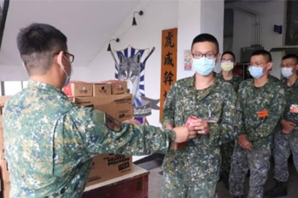 台中市長盧秀燕以「不會面」方式慰勞市籍役男