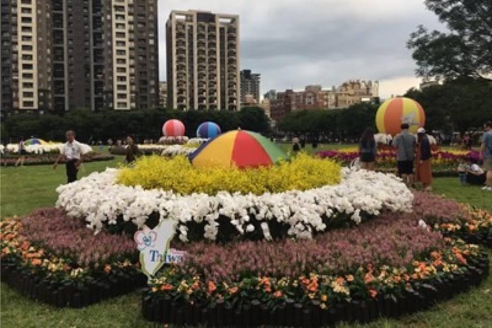 台中市民廣場同心圓裝置藝術吸睛