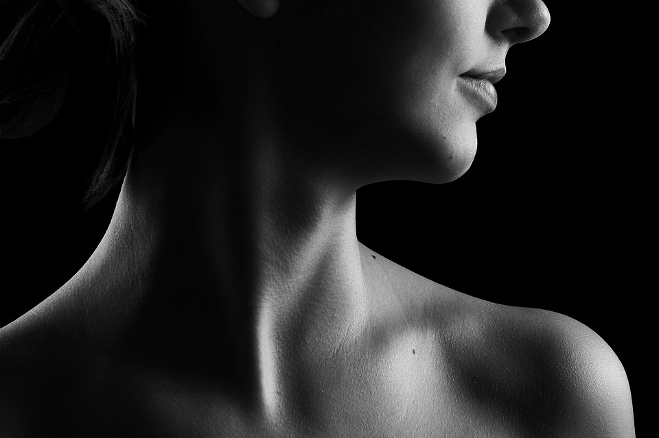 摸到脖子上小硬塊怎辦?  甲狀腺腫瘤3種手術優劣醫師這樣說