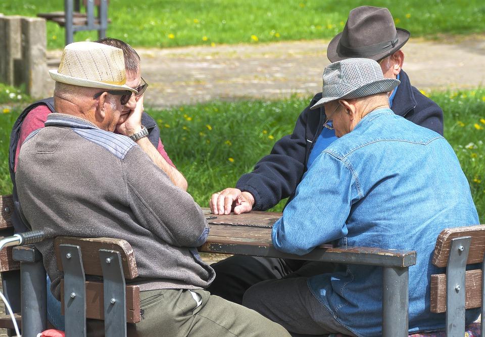 玩「大型桌遊」動起來 研究:有助這族群降死亡率