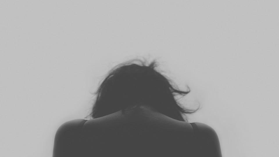 【有影】長庚6年已9例!轟趴染癮天天狂吸「笑氣」  17歲少女竟退化無力行走