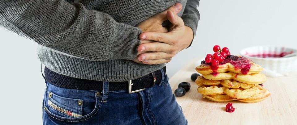 過年熬夜又暴食  最怕「胃心症候群」誘發胸悶、眩暈