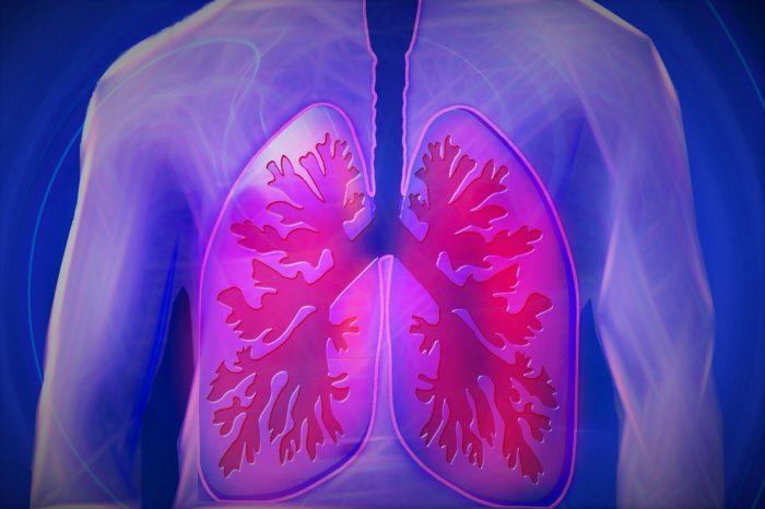 不抽菸兩棲蛙人突發胸痛  驚見肺癌轉移到肋骨