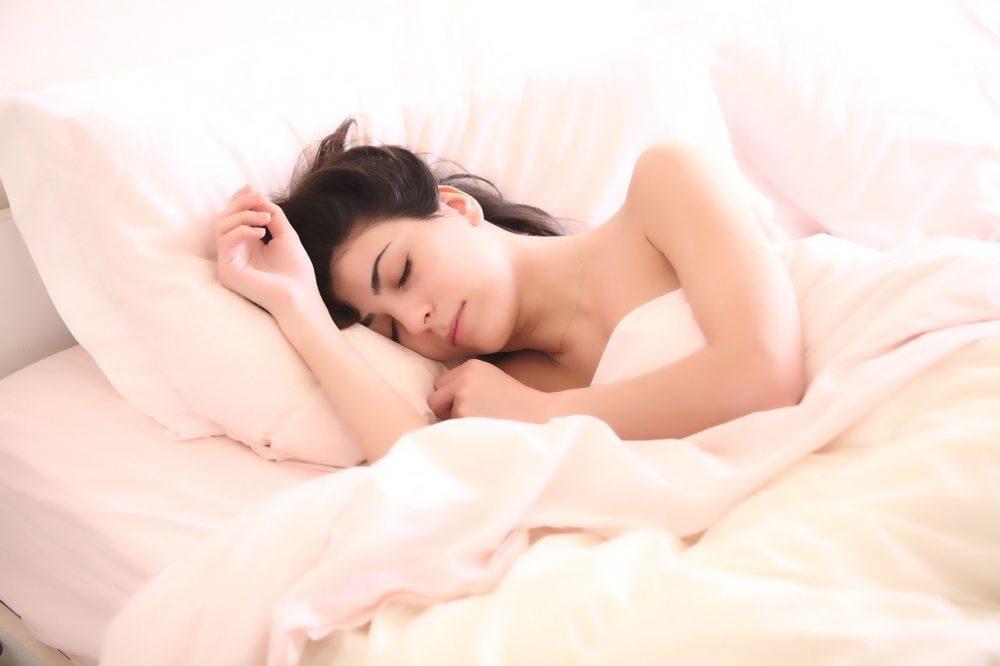 睡不好全怪你太負面?  研究:越樂觀的人睡眠品質越好
